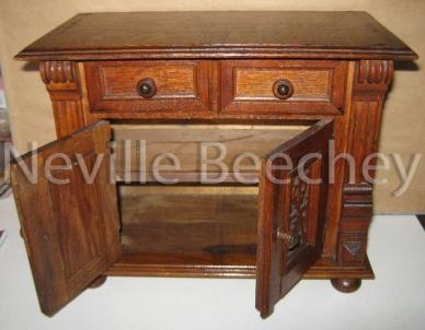 Oak Apprentice chest